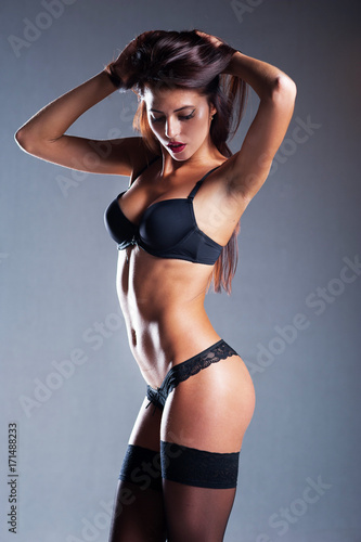 Zdjęcie XXL piękna dziewczyna w erotycznej bieliźnie