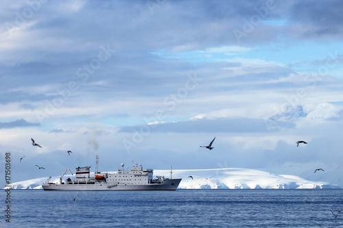 Poster Oceanië Big cruise ship in Antarctic waters, Antarctica