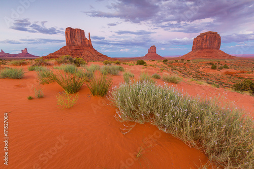 Spoed Foto op Canvas Rood traf. Beautiful sunset scenery in Monument Valley, Arizona