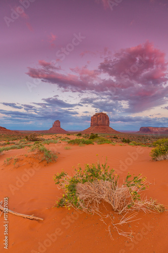 Deurstickers Baksteen Beautiful sunset scenery in Monument Valley, Arizona