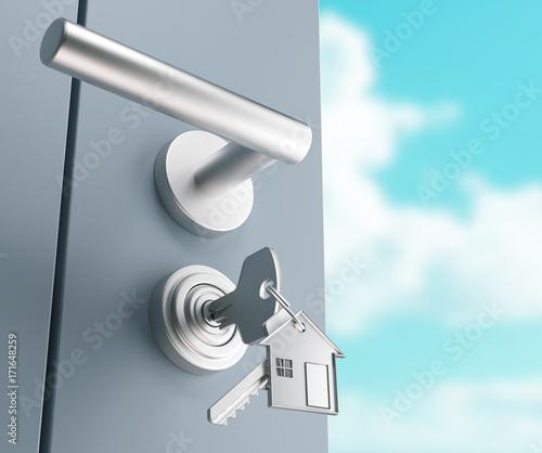 Fényképezés Serratura con chiavi inserite e portachiavi, acquisto o mutuo