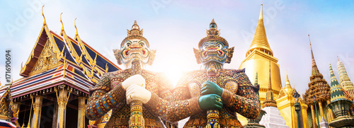 Photo sur Toile Bangkok Wat Phra Kaew, Emerald Buddha temple, Wat Phra Kaew is one of Bangkok's most famous tourist sites