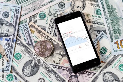 Zdjęcie XXL Dolary, bitcoin i telefon komórkowy. Cocept.