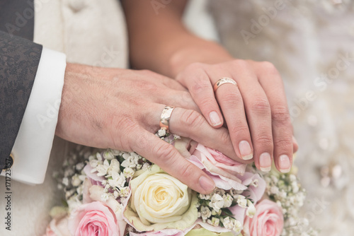 Foto Hochzeit Brautstrauß und Ringe Close-up