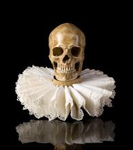 Death Skull In Elisabethan Ruf...
