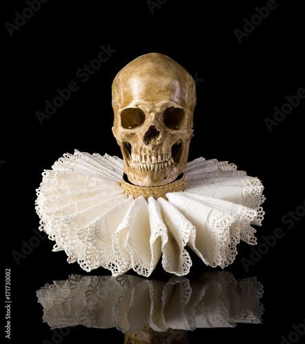 Photo  Death skull in elisabethan ruff collar