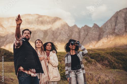 Foto op Plexiglas Zalm Friends on road trip admiring a landscape