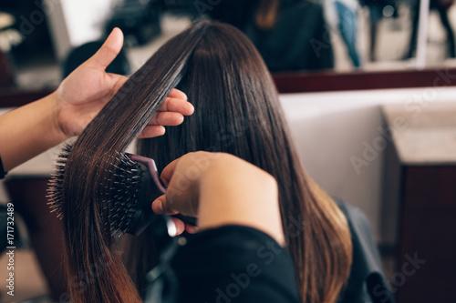 Spoed Foto op Canvas Kapsalon Female hair stylist working on a woman 's hair at salon