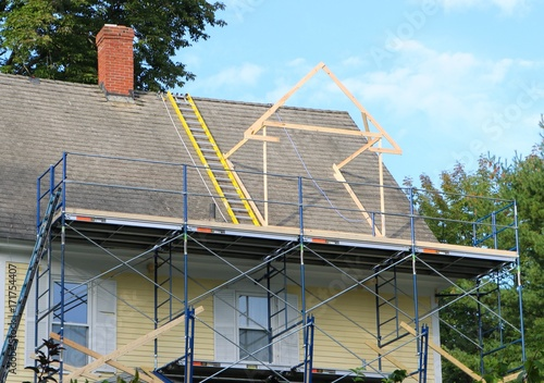 Photo new roof addition in progress