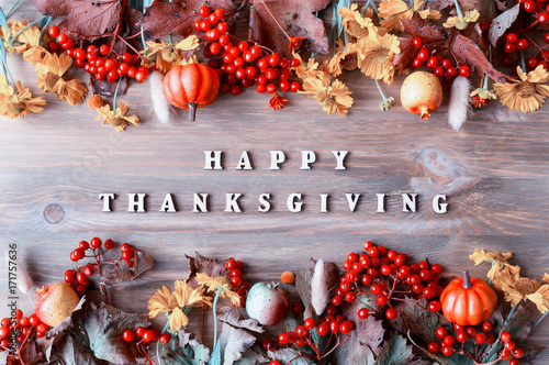 Fotografía  Thanksgiving day autumn background with with Happy Thanksgiving letters, seasona