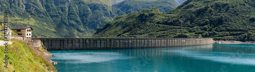 Obraz na płótnie Grobelna panorama na górze w pogodnym letnim dniu plenerowym.