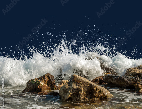 Poster Mer / Ocean Splashing sea water on rocks isolated on a dark blue background
