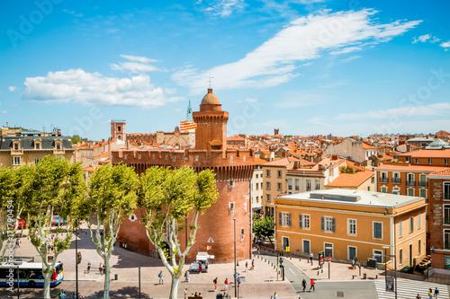 Obraz na plátne  Vue sur la ville de Perpignan depuis une terrasse