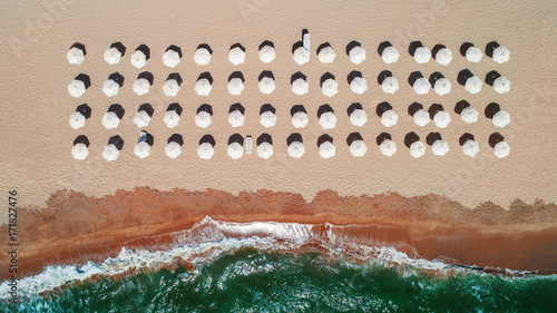 Keuken foto achterwand Luchtfoto Aerial top view on the beach. Umbrellas, sand and sea waves