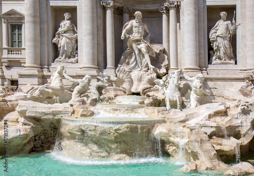 Photo sur Toile Fontaine Detail from Trevi fountain in Rome, Italy
