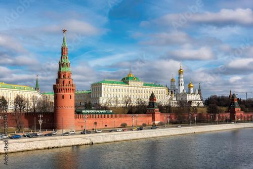 Plakat Moskwa Kremlin w jesieni przy słonecznym dniem, Moskwa, Rosja.