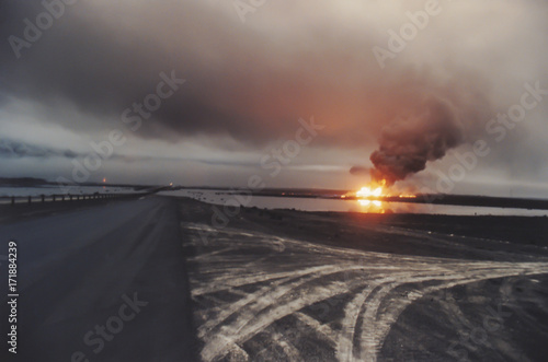 Fényképezés  Road through oil well fire in field with oil slick, Kuwait