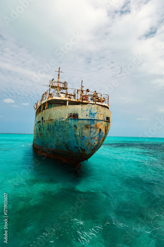 Foto op Plexiglas Caraïben Old ship wreck