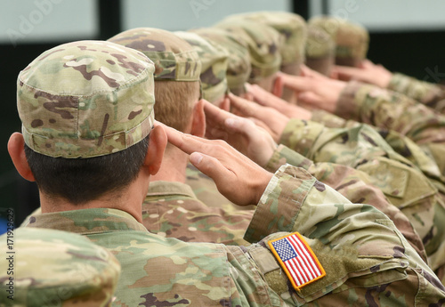 US soldiers giving salute Canvas-taulu