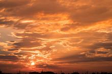 郊外の夕焼け風景