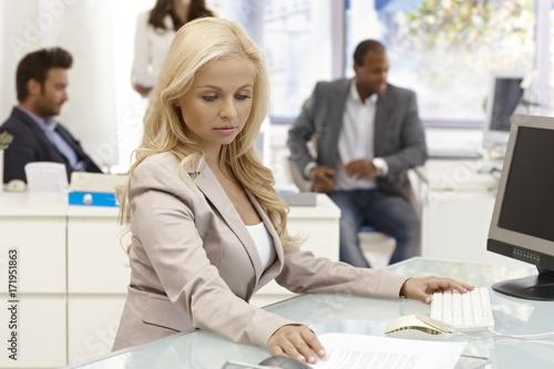 Fototapeta Attractive businesswoman working at desk obraz na płótnie