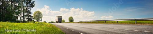 Fotografía  asphalt road on dandelion field with a small truck