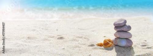 Acrylic Prints Stones in Sand vacaciones de verano en la playa