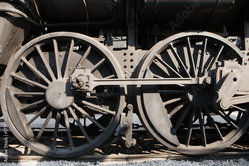 Valokuvatapetti Steam engine wheels