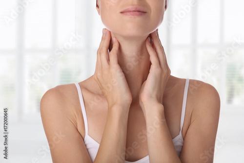 Fotografía Close up of female neck and shoulders