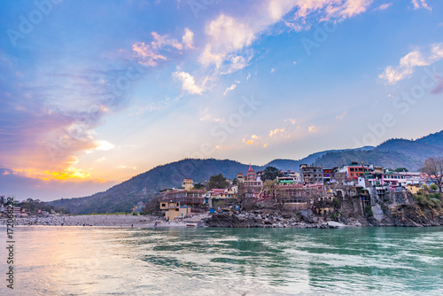 Photo Dusk time at Rishikesh, holy town and travel destination in India