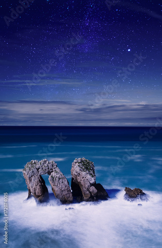 Poster Kust Night view coast cliff
