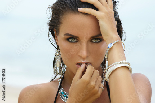 Foto  Woman wearing silver jewelry on the beach