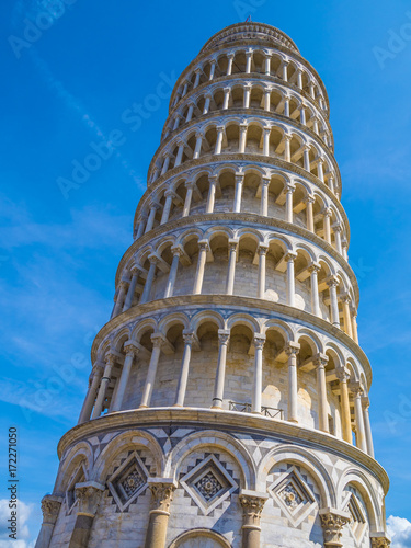 Fotografía  Amazing Leaning Tower of Pisa against blue sky