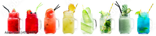 Fotografía  Set of classical fresh delicious smoothies and lemonades in a vintage mason jars with straws on light background
