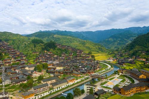 Tuinposter China Xijiang Miao Village Houses Mountains River View