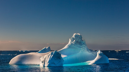 Obraz na PlexiView of iceberg floating in sea