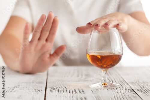 Photo woman refuses to drink a alcohol