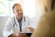 Leinwanddruck Bild - Doctor with patient in medical office