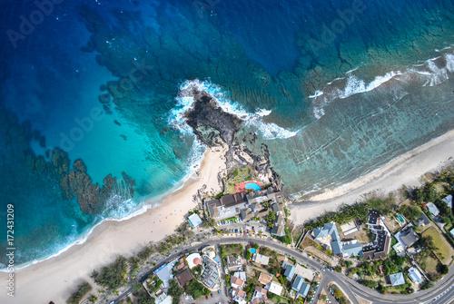 stary-efekt-obrazu-widok-z-lotu-ptaka-na-wybrzezu-reunion-island-francja