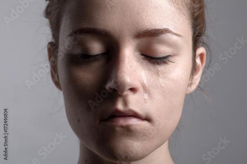 Cuadros en Lienzo Portrait of a Redhead Crying Woman with Closed Eyes