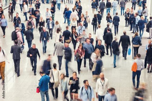 Zdjęcie XXL Tłum ludzi w centrum handlowym