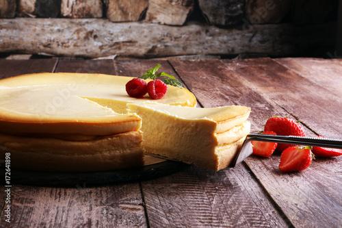 Spoed Foto op Canvas Dessert Homemade cheesecake with fresh strawberries and mint for dessert - healthy organic summer dessert pie cheesecake. Vanilla Cheese Cake.