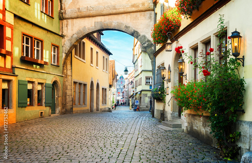 Fotomural  Roderbogen arch in Rothenburg ob der Tauber, Germany, retro toned