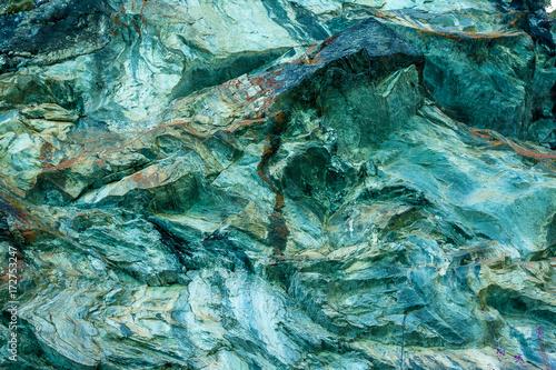 Photo sur Toile Cailloux une roche aux teintes bleues et vertes