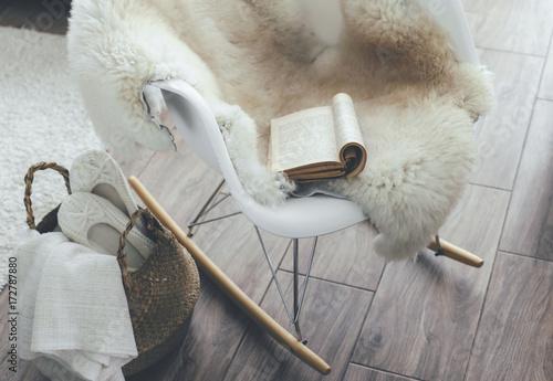 Fotografía  Rocket chair with sheep skin rug in scandinavian living room