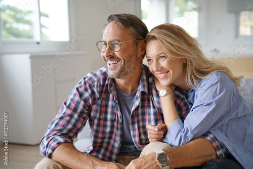 Photo  Portrait of mature couple relaxing at home