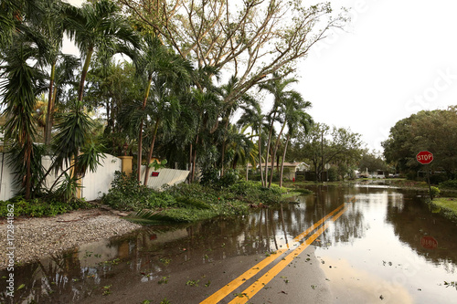 Fotografía  Flooded streets of a residential neighborhood in Fort Lauderdale, Florida, as seen on the morning after Hurricane Irma comes through the city
