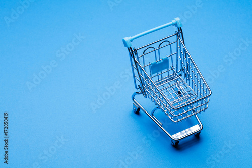 Photo  Shopping cart on a blue background