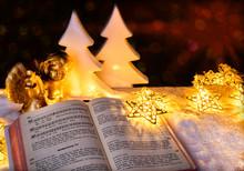 Gebetbuch Mit Weihnachtsengel Im Goldenen Licht