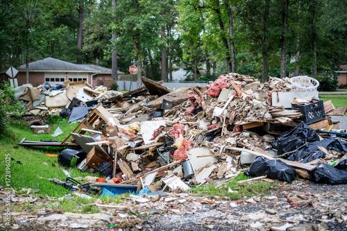 Plakat Gruzy z domów trafionych przez huragan Harvey